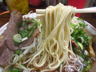 神戸ラーメン 第一旭 三宮本店 - 麺アップ