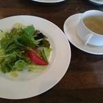 風の谷 - やわらかポークソテーナッツとオレンジのソース(1000円) サラダ&スープ
