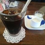 風の谷 - やわらかポークソテーナッツとオレンジのソース(1000円) アイスコーヒー