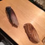 魚がし日本一 - 〆鯖@150円、炙りサーモン@100円