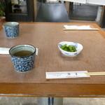 信州そば処 きりさと - 野沢菜とお茶が出てきます