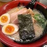 麺家くさび - くさび赤丸豚骨醤油麺 880円