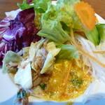 サイアムセラドン - サラダ、セロリとツナ炒め、蟹と玉子のカレー炒め