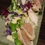 バベル - いろんな部位の鶏肉のサラダ
