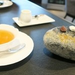 50973689 - プティフール&紅茶