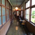 50974791 - 廊下の先にカフェ