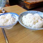 高田屋食堂 - 普通盛りご飯(左)& 大盛りご飯(2016年5月)