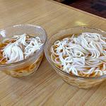 高田屋食堂 - 普通盛り素麺汁(左)& 大盛り素麺汁(2016年5月)