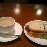 上島珈琲店 - サンドウィッチ&黒糖ミルク珈琲