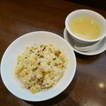 quan - 五目チャーハン(スープ付き)ハーフサイズ¥600