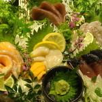 地鶏個室居酒屋 阿波尾鶏 - 厳選鮮魚の3点盛り(税抜き4000円コース)