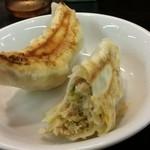 南京亭 - 「手作りジャンボ餃子」は野菜がぎっしり
