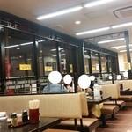 南京亭 - テーブル席の様子