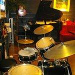 MUSIC PUB MUSE - ドラムセットもあり