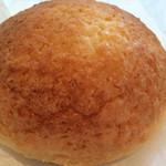 石井屋 - カスタードクリーム入りメロンパン。