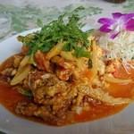 チョムパイ - 2015/06/27 12:20訪問:ソフトシェルのプー・パット・ポンカレー       (蟹と卵のふわふわカレー炒め)