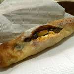 50995052 - 梅ジャムとクリームチーズのフランスパン ¥200