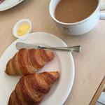 グリーンテーブル - クロワッサンとコーヒー(^∇^)