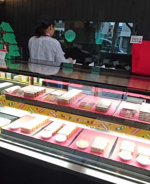 エール・エル 武庫之荘南アトリエ店 - ルネラリックのガラス工芸品が展示されてます