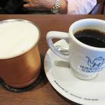 星乃珈琲店 - アイスラテは銅製のマグカップで供されて、とても冷たいです。 ホットコーヒーの2杯目は半額だそうです。