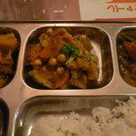 サンサール - ネパールの豆カレー(冷) アップ