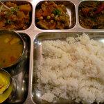 サンサール - ダルバット(ネパールの定食)