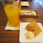 café piñata - 食後のドリンクケーキセット♪