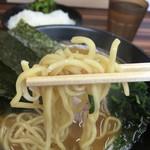教道家 - 麺は中太、若干平打ちかな?しっかりした美味しい麺ですd(^_^o)