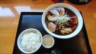 角田製麺 - 黒醤油ラーメンと半ライス
