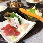 51004753 - Sランチ☆                                              季節のお刺身、魚の煮物、大海老フライ♫                       お刺身は、もちろんどれも新鮮で脂のり抜群!煮魚が旨すぎる♡                       海老もデカくてぷりぷり~♫                       ٩(๑><๑)۶