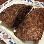 51005177 - 大振りの豚レバー焼(火入れしっかり but 美味)※法改正前はレバ刺し名店だった様です。