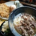 手打ちうどん 麺工棒 - 料理写真:肉うどん(16GW期間限定)+おむすび2個+とり天