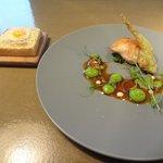 クラフタル - 肉料理:ウズラ(パンの上にはウズラ卵の目玉焼き)