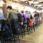 51011690 - 多くは観光客、日本酒好きは多いのだ