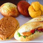 Panini KITCHEN ロイヤルベーカリー - 料理写真:スピナッチ、Wパストラミ&ミックスチーズ、パン