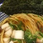 麺 昌まさ - 煮干し中華そば(700円)スープ