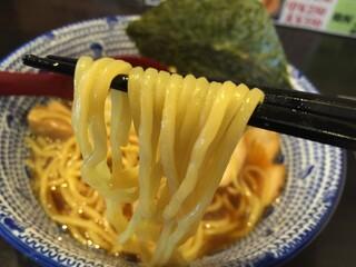 麺 昌まさ - 煮干し中華そば(700円)麺リフト