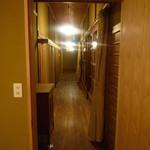 おかだ紅雪庭 - 奥の部屋より見た、廊下