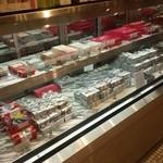 51017889 - チョコレート等の売り場