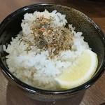 奥芝商店 - 「北海道産 ねこあし昆布 甘えびふりかけ トッピング」、ご飯にかけたほうが美味しかったな♪