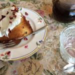 英国ティーハウスMOMO - 料理写真:ローズケーキと紅茶
