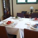エヴォリュエ - ☆正統派な雰囲気のテーブル席☆