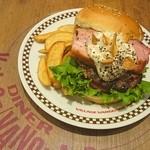 ヴィレッジヴァンガードダイナー - 料理写真:ペッパーワイルドベーコンバーガー