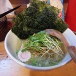 中華そば de 小松 - 翌日再訪問して食べたのが塩中華そば       海苔はおまけしてもらいましたw
