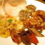 空桜 - アスパラとコーンのチャーハン、羊肉の回鍋肉、油淋鶏、焼売、海老煎餅