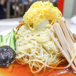 揚子江菜館 - 麺が巻いています