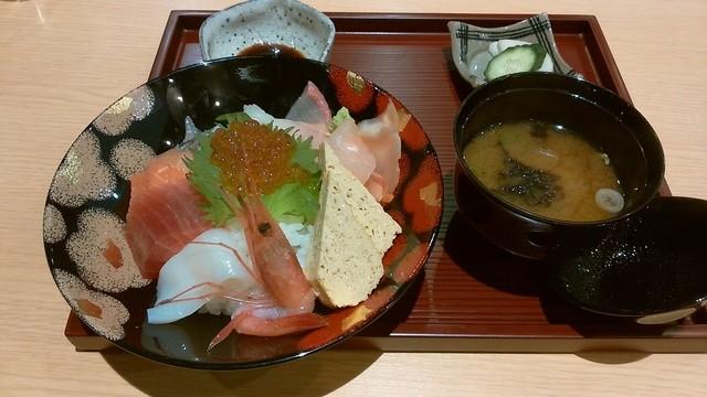 福福茶屋 - 「お初の海鮮ちらし寿司」880円