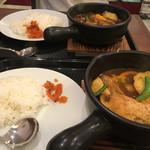 スープカレー専門店 MARU -