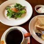 つぐみカフェ - バランスのよいモーニング(ゆで卵があれば申し分なし)