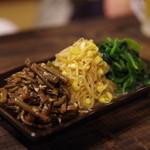 韓国家庭料理 青山 - ナムル三種